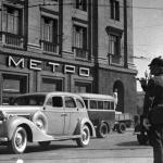 """Эммануил Евзерихин """"Охотный ряд"""" 1938. Музейное объединение """"Музей Москвы"""". Предоставлено: Еврейский музей и центр толерантности."""