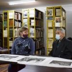 В.П. Филиппов в библиотеке галереи с главным хранителем Т.Н. Макаровой. Предоставлено: Астраханская картинная галерея имени П.М. Догадина.