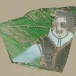 Фрагмент западноевропейского стеклянного сосуда с изображением мужчины. Предоставлено: Музей Москвы.