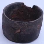 Глиняный сосуд эпохи бронзового века с нарезным и накольчатым орнаментом. Предоставлено: Музей Москвы.