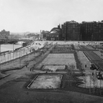 """Наум Грановский """"Сквер на Болотной площади"""" 1940-е. 1960-е. Предоставлено: © Галерея Люмьер."""