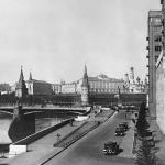 """Наум Грановский """"Вид на Большой Каменный мост"""" Конец 1930-х. 1960-е. Предоставлено: © Галерея Люмьер."""