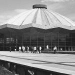 """Наум Грановский """"Цирк на проспекте Вернадского"""" 1970-е. 1960-е. Предоставлено: © Галерея Люмьер."""
