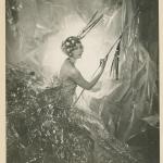 """Сесил Битон """"Нэнси Битон в образе падающей звезды"""" 1929 год © Condé Nast. Предоставлено: Государственный Эрмитаж."""
