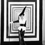 """Сесил Битон """"Одри Хепберн на съёмках фильма """"Моя прекрасная леди"""" в костюме по дизайну Сесила Битона"""" 1963 год © Condé Nast. Предоставлено: Государственный Эрмитаж."""