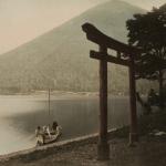 """Тамамура Кодзабуро """"На берегу озера Чузендзи"""" Утагахама, Никко 1880-1890-е. Предоставлено: Мультимедиа Арт Музей."""