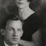В.Тоот и В.Кизевальтер со старшей дочерью Еленой. Около 1929 г.