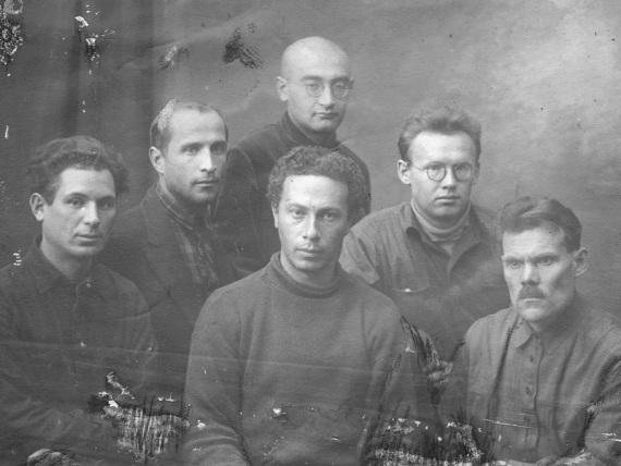 И.Рубанов среди участников группы А.Ржезникова.