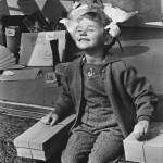 """Нина Свиридова, Дмитрий Воздвиженский """"Солнышко. У «Детского мира» Москва, 1961"""