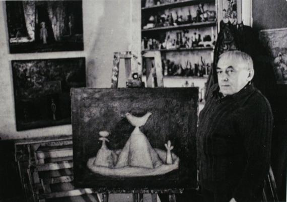 Илья Табенкин в мастерской на Брянской улице. Фотография конца 1970-х. Из архива Л.Табенкина.