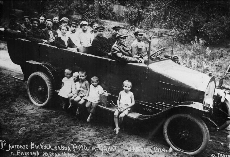 Первый автобус завода АМО. Автопробег на шасси «Уайт». 1924. Музей истории завода ЗИЛ