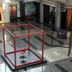 Арт-инсталляция и выставка картин.