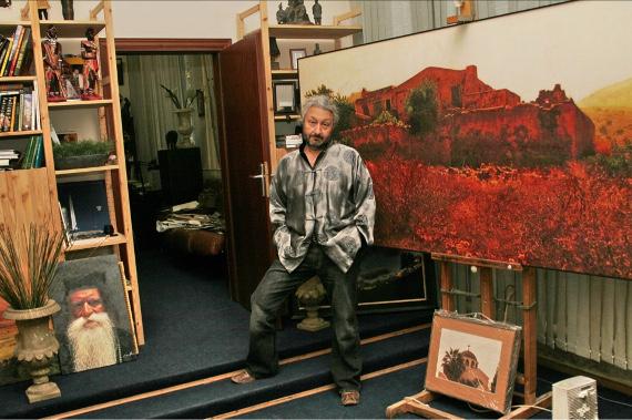 Стас Намин в творческой студии.