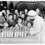 """Аркадий Шайхет """"Бомбоубежище на станции метро «Маяковская» Москва, 1941"""