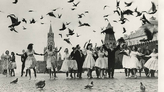 Владимир Лагранж «Выпускники московских школ на Красной площади» 1962