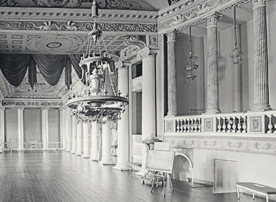Вид сцены и части зрительного зала театра. Дворец в усадьбе Останкино. Фото А. А. Александрова, 1962