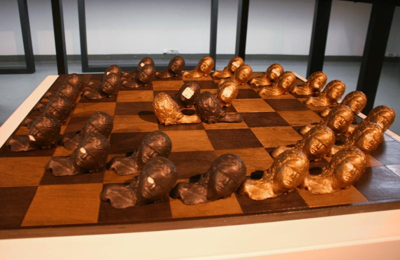 """Анки ван Донген """"Шахматный комплект """"Игра с женщинами"""" 2005"""