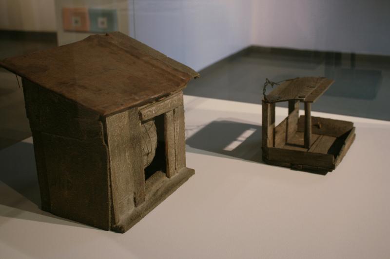 """Кормушка для птиц (2000-е) и Андрей Ройтер """"Скрытая сфера"""" 2013"""