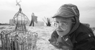 Дмитрий Скорняков (Митя Лейкин). Сидя на красивом холме.