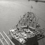"""Евгений Халдей """"Матросы загорают на палубе крейсера «Молотов». Севастополь"""" 1944"""