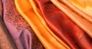 Лекция Алисы Лисовской «История ткани: материал и цвет».