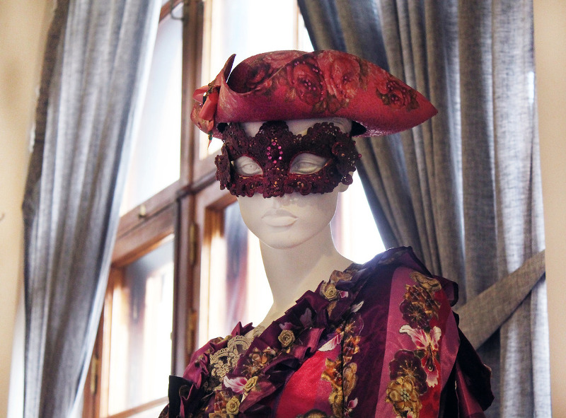 Коллекция авторских костюмов художника и дизайнера Сергеея Воронина.