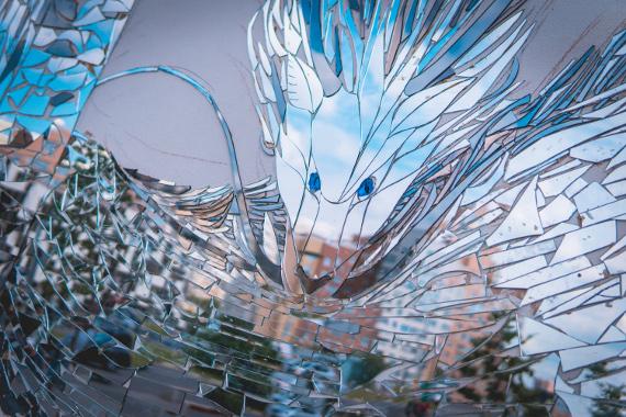 Огромный Фан-Арт по мотивам аниме Хаяо Миядзаки ожил на стене Авиапарка.