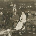 """Неизвестный автор """"Ада Кроссли принимает в своем доме раненых"""" 1916-1918"""