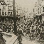 """Неизвестный автор """"Победный марш французских войск через Нуайон"""" 1915-1918"""