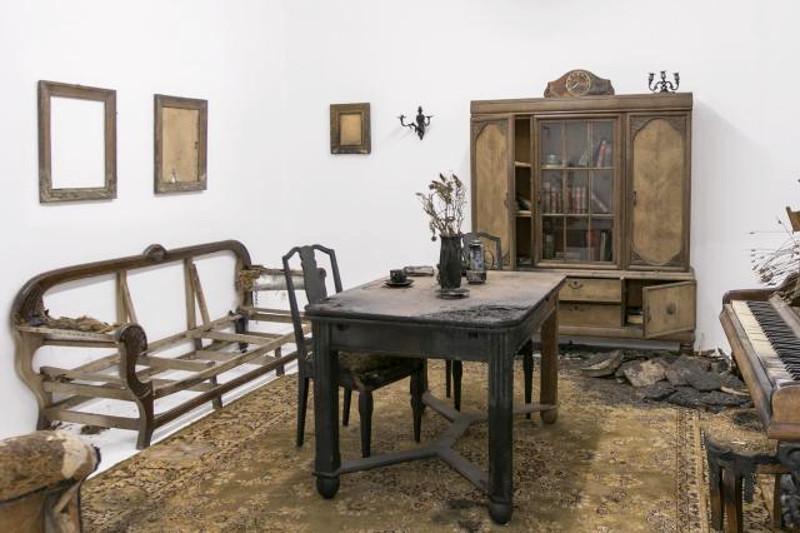 "Роберт Кушмировский ""Traumgutstrasse"" 2014 Инсталляция"