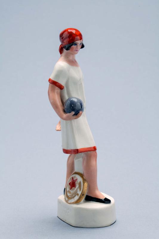 """Н.Я. Данько """"Скульптура """"Девушка с мячом"""" 1925"""