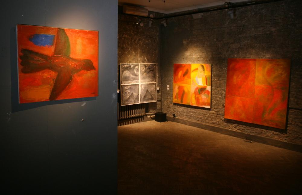 Экспозиция выставки. Работы Ольги Булгаковой.