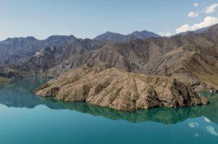 Между небом и озером Иссык-Куль: 100 взглядов на Кыргызстан.