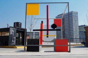 Внутри авангарда: на Хлебозаводе установили инсталляцию «Трехмерный проун».