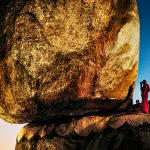 "Стив МакКарри ""Монахи на Золотой скале. Кьяикто, Мьянма"" 1994"