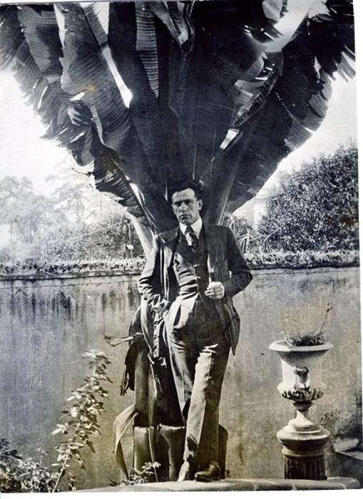 В. Маяковский. Мехико. 1925