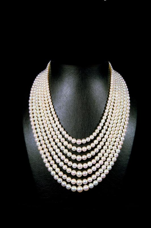 Ожерелье из семи нитей жемчуга из Персидского залива, созданное королем жемчуга – Хусейном Альфарданом