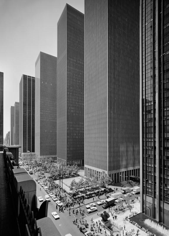 "Эзра Столлер ""Эксон-Билдинг на Шестой авеню"" 1974"