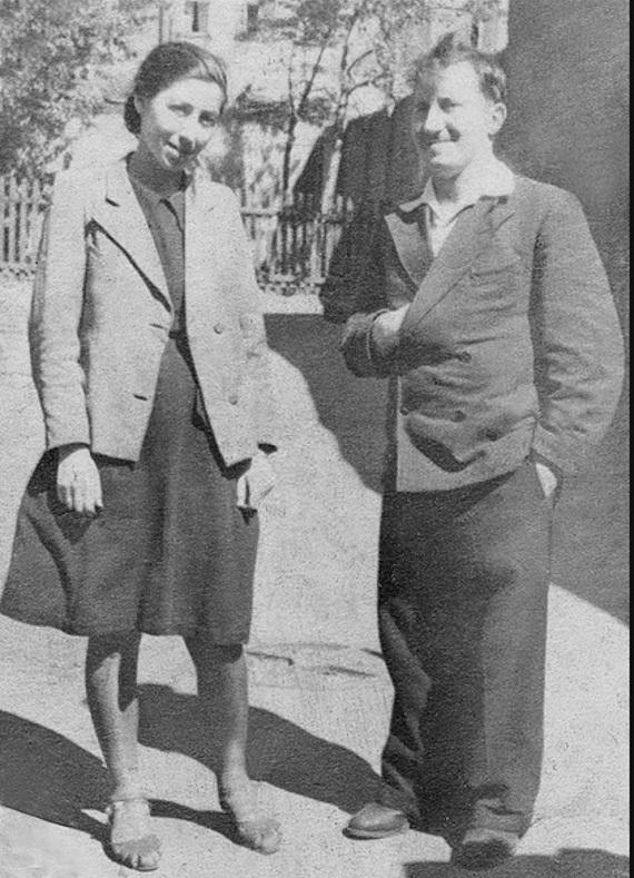 Алексей и Изольда. 1 мая 1948 года. Москва. Мансуровский переулок.