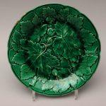 Тарелка с изображением листьев хмеля. 1833