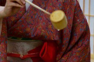 Демонстрация чайной церемонии школы «Омотэ Сэнкэ».