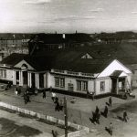 Вид здания Воркутинского музыкально-драматического театра до реконструкции. Лето 1945