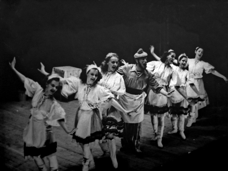 """Сцена из оперетты И.О. Дунаевского """"Вольный ветер"""""""