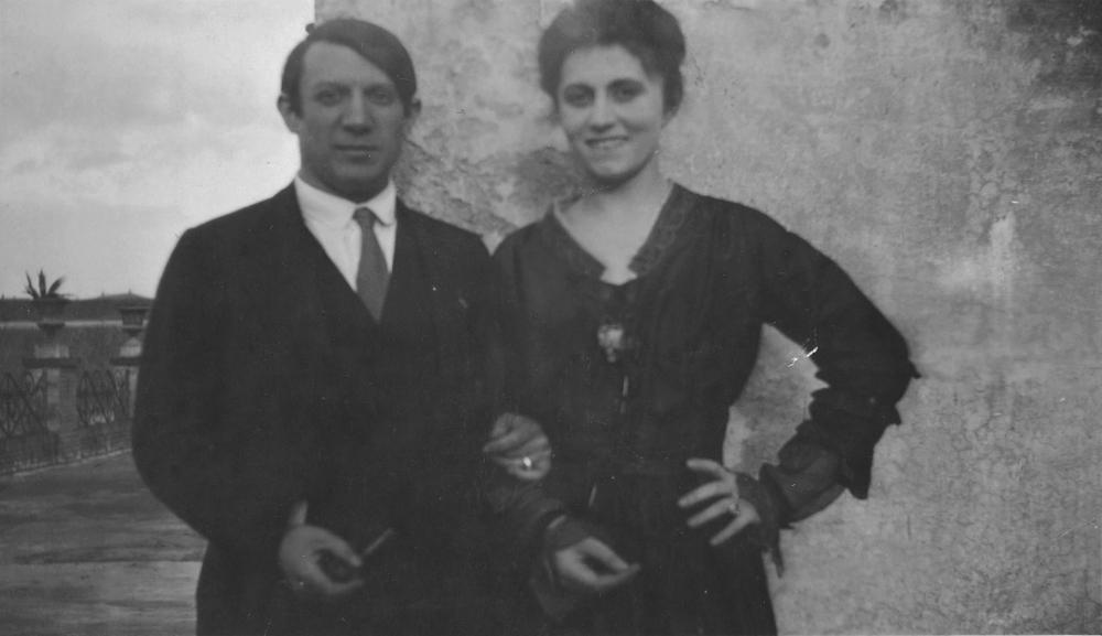 """Пабло Пикассо и Ольга Хохлова на террасе отеля """"Минерва"""". Рим, 1917"""