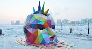 Испанская радуга в вечной мерзлоте: в Якутске установили самую северную скульптуру уличного художника Okuda.