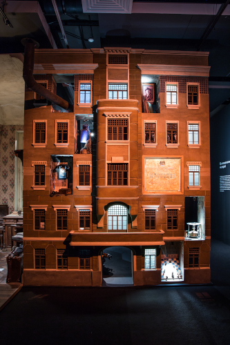 «Явление героя» на ВДНХ: пять комнат, два примуса и невидимый Бегемот.