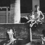 """Аньес Варда """"Члены киношколы I.C.A.I.C. танцуют """"ча-ча-ча"""". Сарита Гомез, женщина и дети"""". Из серии """"Куба"""". Гавана, 1962—1963"""