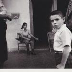 """Аньес Варда """"Управляющие домом. Женщина с ружьем и мальчик в белой рубашке"""" Из серии """"Куба"""". Гавана, 1962—1963"""
