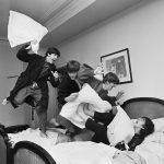 "Гарри Бенсон ""Битва подушками"". 3 часа ночи"" Отель George V, Париж, 1964"
