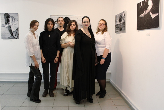Групповой портрет участников выставки Творческой экспериментальной мастерской Марианны Корниловой